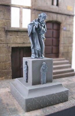 Reality In Scale 1:35 Saint Statue - Resin Diorama Accessory #35157