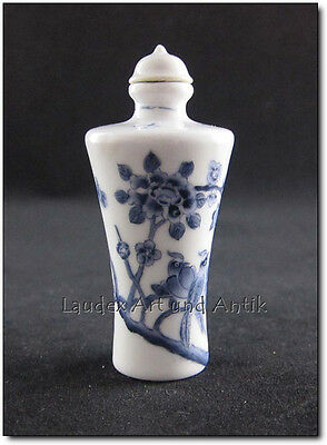 SNUFF BOTTLE AUS CHINA, Porzellan, Handarbeit, bemalt, 7,5 cm [C26540]