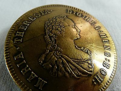 Knopf als Maria Theresientaler . Messing ? ca. 4cm Ø