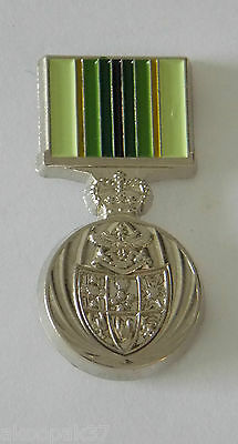 Australian Service Medal 1975 Medal Pin Enamel & Nickel Plated With 2 Pin