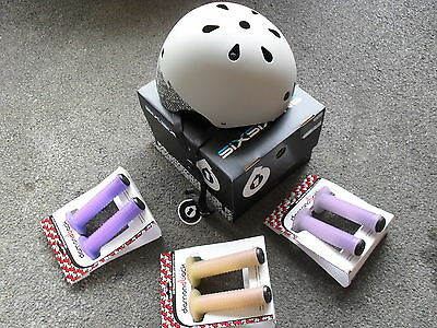 661 SixSixOne DIRT LID Helmet (BMX SCOOTER) + FREE Diamondback Magic UV GRIPS