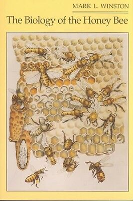 The Biology of the Honey Bee by Mark L. Winston Paperback Book (English)
