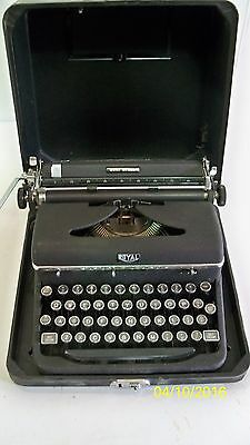 Vintage 1940's Royal Quiet Deluxe Typewriter With Case