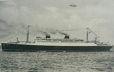 'postcard-S.s.manhattan. Launched 1931. Worlds Fastest Cabin Liner (Then!)