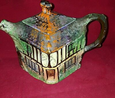 Ye Olde Inne Hand painted Teapot house Colectors item