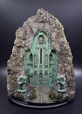 The Hobbit The Desolation of Smaug Lonely Mountain Gate Statue Figure Replica