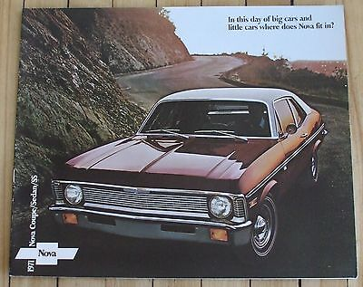 Original 1971 Chevrolet Nova Dealer Sales Brochure 10 Pages Nice Condition