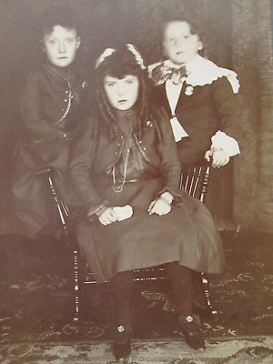 Antique Victorian American Beauty Trio Artistic Unusual Pose Cabinet Card Photo