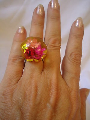 Classic Vintage 60's Yellow  Clear Lucite Dome Ring with Flowers - Size 7 / 7.5