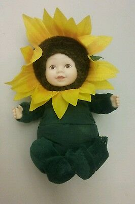 """ADORABLE Anne Geddes Baby YELLOW Sunflower mini 5"""" doll GREEN COLLECTABLE"""