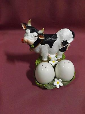 Very cute Cow salt and pepper shakers new FREE POST