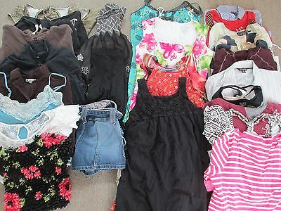 26 piece lot of Womens Juniors size Medium clothing