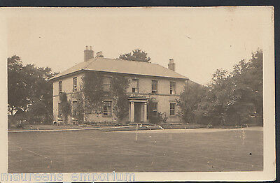 Unknown County Postcard - Unidentified Large Detached House With Lawn B510