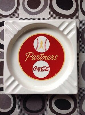 "1950s COCA-COLA ""PARTNERS"" BASEBALL THEME CERAMIC ASHTRAY -BOOKER COMPANY - NM"