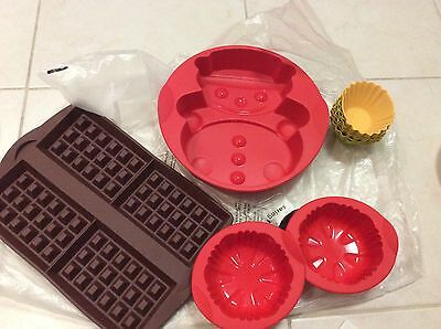TUPPERWARE SNOWMAN Waffle Muffins SILICONE BAKING FORM NEW