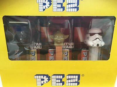 12 x DISNEY STAR WARS COLLECTABLES 2 REFILLS PEZ  PARTY BAGS ON CARDS