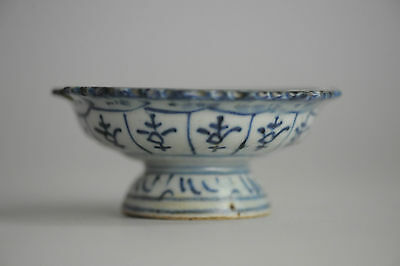 Antique Ming/Qing Chinese Porcelain Sacrificing Bowl Potted Flowers Lobbed