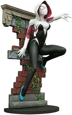 Diamond Select Toys Marvel Gallery: Spider-Gwen PVC Figure