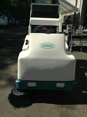 Tennant 6200E Rider Sweeper Re-Manufactured - FREE SHIPPING* 486 Hours!