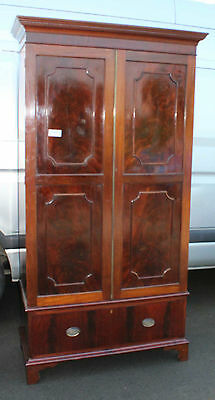1920 Mahogany 2 Door Wardrobe in good condition offering great storage