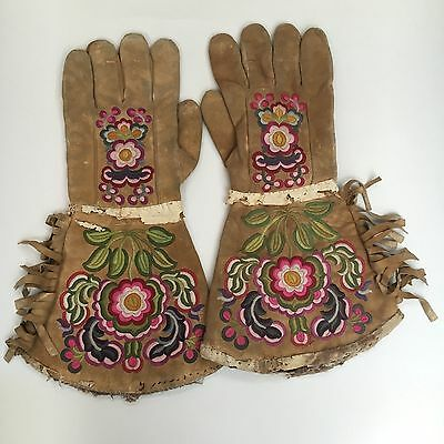 Pair of Native  American Indian Gauntlets , Probably Woodland