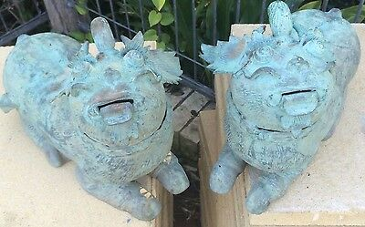 COLLECTiBLE ANTIQUE BRONZE pair Chinese Temple dogs