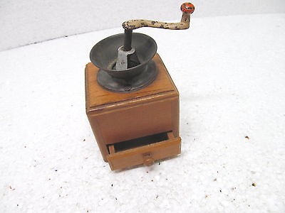 MES-38449 Alte Kinder/Puppen Kaffeemühle Holz/Metall H:ca.11cm,