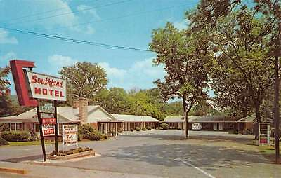 Bishopville South Carolina Southland Motel Street View Vintage Postcard K42254