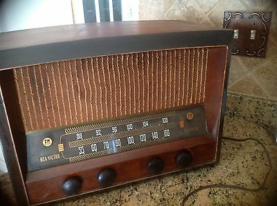 Vintage 1947 RCA Model 68R3 Wood Cabinet Table Tube Radio AM FM for Parts/Repair