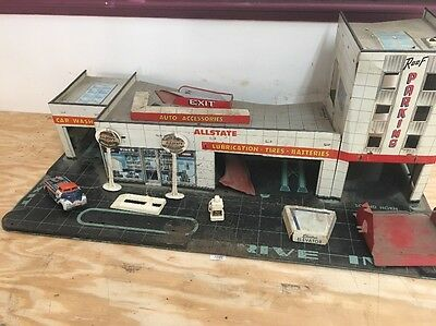 Marx 50s Tin Litho Sears Service Gas Station With Tow Truck And Accessories.