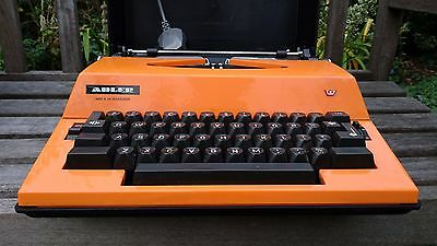 VINTAGE 1970s  ADLER GABRIELE 2000 ELECTRIC TYPEWRITER - WORKS PERFECTLY