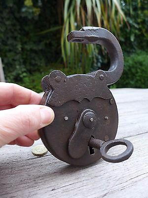 Antique XL Padlock with one key, working order, beautiful padlock