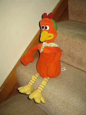 """RARE CHICKEN RUN ROCKY """"GINGER""""  FLAPS HIS WINGS AND TALKS - Original Film Voice"""