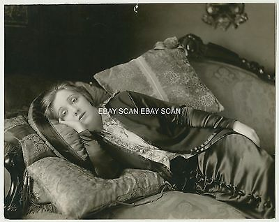 Laurette Taylor Rare Vintage Portrait Photo At Her Home