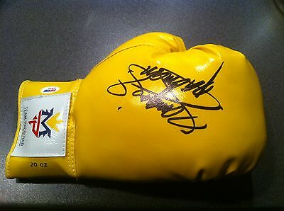 Manny Paquiao signed Boxing Glove (PSA / DNA authenticated)