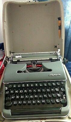 1950's Olympia SM3 Deluxe portable Typewriter in original case - Very Rare