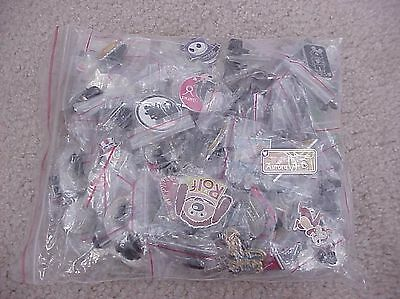100 AUTHENTIC DISNEY HIDDEN MICKEY TRADING TRADER PINS with Dnsey C.O.A.