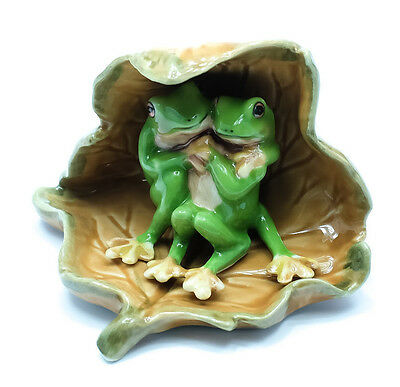 Figurine Animal Ceramic Statue 2 Green Frog Under Dry Leaf - CAF013