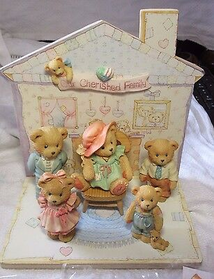 Lot40 - OUR CHERISHED FAMILY SET With DISPLAY - Cherished Teddies SET of 5 BOXED