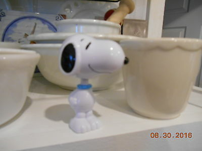 Snoopy bobblehead nodder figure United Features Syndicate Inc