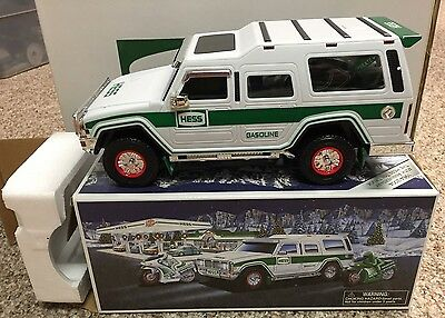NEW MIB Hess 2004 Toy Truck Collectable Sport Utility Vehicle w/ Motorcycles