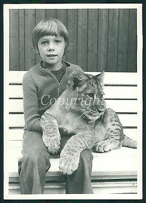 NEAT CUTE BOY HOLDING LION CUB Berlin ZOO Vintage Photo 70s