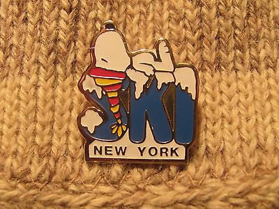 SNOOPY PEANUTS SKI / SKIING Lapel Pin Hat Pin Badge New York