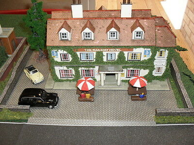Oo Scale Model Railway Hotel Diorama