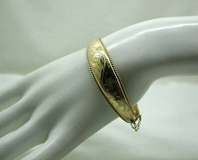 Gorgeous 9ct Gold Shaped And Engraved Hinged Bangle