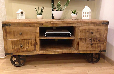 tv bank lowboard mit rollen massiv sheesham industrial style mangoholz eur 380 00 picclick de. Black Bedroom Furniture Sets. Home Design Ideas
