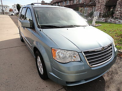 2009 Chrysler Town & Country Touring Stow' N Go Navigation Touring 3DVD NavigationOneOwner Bluetooth LeatherHeatedSeats RemoutEngineStart