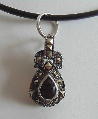 SILVER .925 Marcasite and Pear Shaped Cut Garnet Pendant Argent .925
