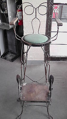 Antique Unbranded Shoe Shine Chair