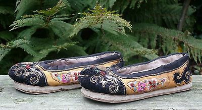 A Pair of Chinese Emroidered Silk Shoes, Including a Pin Cushion, 19th/20th C